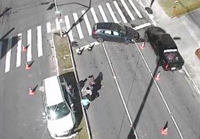 Colisão entre carros bloqueia trecho da Avenida Epitácio Pessoa; confira