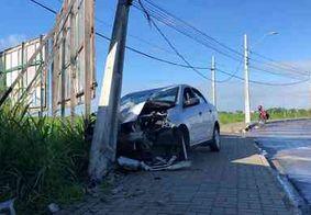 Carro é encontrado abandonado após batida em poste na Grande João Pessoa