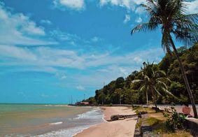 Praia do Cabo Branco, em João Pessoa, tem trecho impróprio para banho de mar