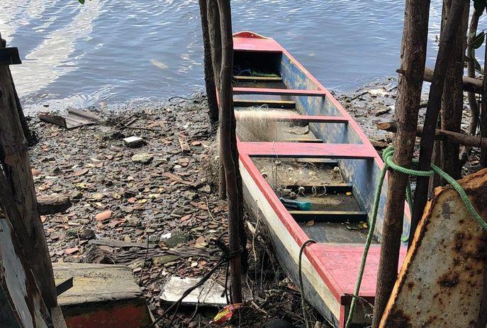 Vítima estava presa a canoa