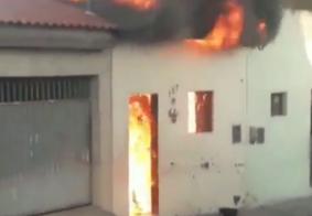 Bombeiros investigam o que causou incêndio em casa com mulheres e bebê na PB