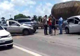 Três carros se envolvem em acidente na BR-230, entre João Pessoa e Bayeux