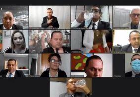 Vereadora esquece câmera ligada e faz 'sarrada' durante sessão virtual
