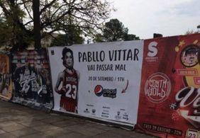 "Cartaz viraliza e web faz piada com data: ""Pabllo Vittar vai passar mal, às 17h"""