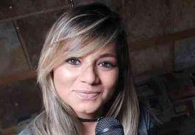 Cantora de forró passa mal em show, desmaia no palco e morre