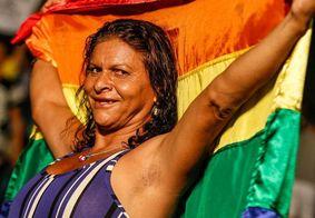 Sob forte comoção, corpo de Fernanda Benvenutty é sepultado em João Pessoa