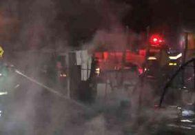 Bombeiros são acionados para incêndio em área de invasão na Zona Sul de João Pessoa