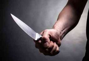 Professor de matemática é preso após tentar matar diretora de escola a facadas