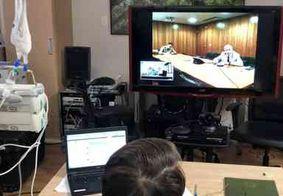 Bolsonaro faz reunião com general Heleno por videoconferência dentro do hospital