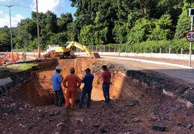 Obras de recuperação do asfalto na Avenida Dom Pedro II.