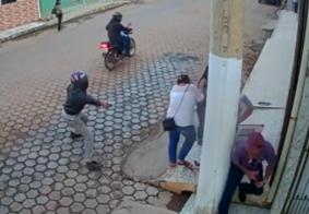 Vídeo: criança de 2 anos fica no meio de tiroteio em tentativa de assassinato no ES