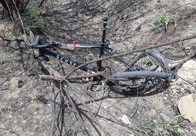 Ciclista morre após ser atropelado por carro em acostamento da BR-230, na PB