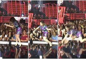 Humorista paraibana cai no palco durante gravação de programa da Globo
