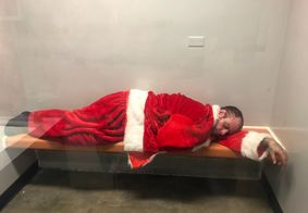 Papai Noel bêbado é preso depois de tentar invadir igreja