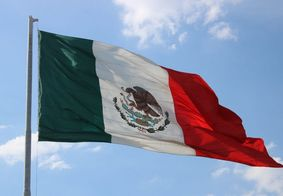 Homem atira cabeça degolada em centro de votação no México
