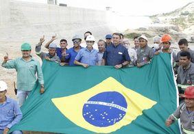 """Trabalhadores fazem """"L"""" em foto com Bolsonaro no Nordeste"""