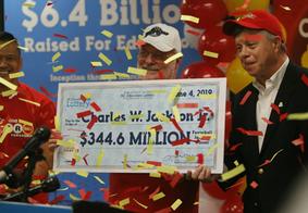 Americano 'copia' números de biscoito da sorte e ganha mais de US$ 340 milhões em loteria