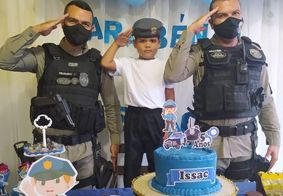 Policiais fazem surpresa para garotinho que sonha em seguir carreira militar na PB