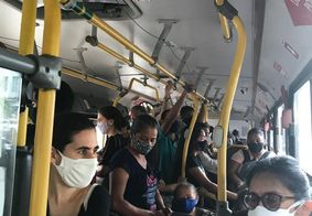 Ônibus da linha 304 lotado, em João Pessoa