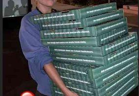 Lady Gaga distribui pizza e café para pessoas em abrigos