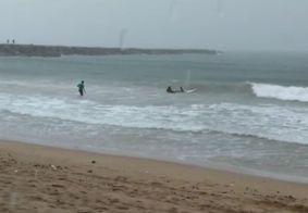 Vídeo: campeã de surfe morre após ser atingida por raio em Fortaleza
