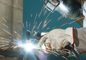 Indústria recua em oito dos 15 locais pesquisados pelo IBGE em julho