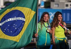 Bicampeãs olímpicas: Martine Grael e Kahena Kunze são ouro na vela