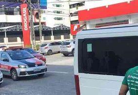 Suspeitos arrombam veículo e levam objetos de atletas na orla de João Pessoa