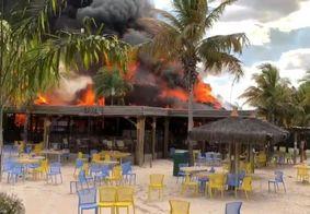 Incêndio teria sido provocado por fagulhas vindas de um incêndio florestal