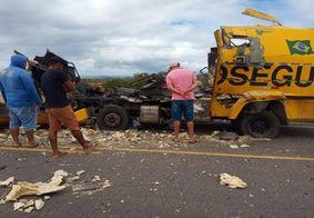 Vídeo: carro-forte explode e parte ao meio em assalto na Bahia