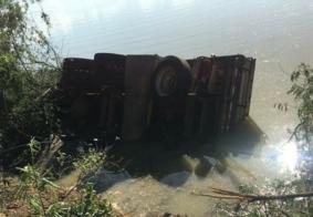 Acidente com caminhão deixa cinco feridos no interior da PB