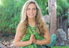 Aos 68 anos, Bruna Lombardi exibe corpão ao posar de biquíni