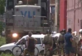 Vídeo: carro desliga em cima de linha férrea e é atingido por trem