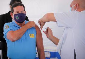 Vice-presidente Mourão toma vacina contra covid-19 em Brasília