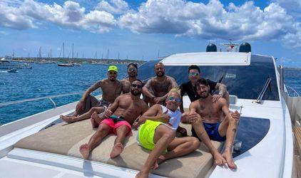 Neymar está com os 'parças' curtindo as férias