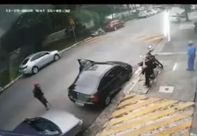 De muletas, assaltante sem uma perna ajuda a roubar carro em SP; veja