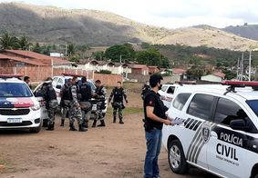 Ação conjunta entre as polícias Civil e Militar prende duas pessoas com armas e drogas, na PB
