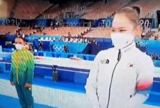 """Ouro no salto, Rebeca Andrade vira """"meme olímpico"""" no pódio; veja"""