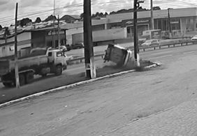 Vídeo mostra capotamento de carro na BR-230