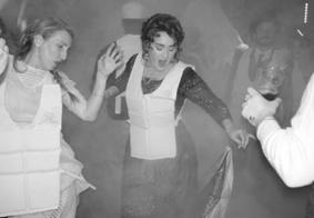 Em clima de Titanic, Adele completa 30 anos; veja fotos