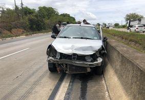 Veículo capotou com suspeitos dentro