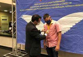 Profissionais de saúde recebem homenagem por atuação no combate à Covid-19 na PB