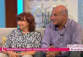 Pai de Amy Winehouse diz que fantasma da filha o visitou